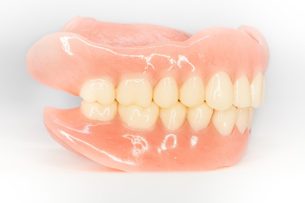 Side view of a new set of complete dentures.